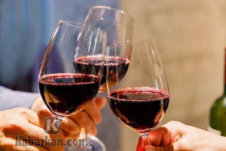 Tafsir Mimpi Menuangkan Anggur dalam Gelas
